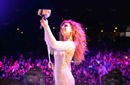 "ميريام فارس تلتقط Selfie مع جمهورها خلال غنائها في ""دريم بارك"""