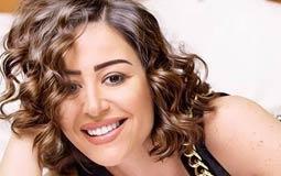 """أزمات """"أهل العيب"""" تتواصل.. منة شلبي تعتذر بعد يسرا"""