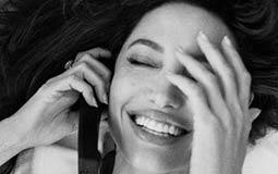 انجلينا جولي في لقطة عفوية على الهاتف.