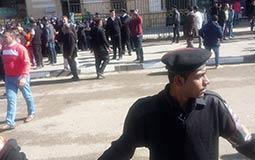 بالصور- تشديدات أمنية بمحيط مسجد السيدة نفيسة استعدادا لجنازة شادية