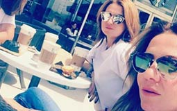 """نشرت الممثلة هنا شيحة صورة مع شقيقاتها مايا ورشا  وكتبت """"وقت الشقيقات""""وعبرت عن اشتياقها لشقيقتهما الرابعة حلا."""