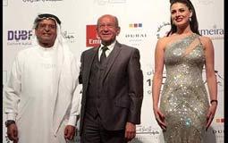 رئيس مهرجان دبي مع لطفي لبيب ونجلاء بدر