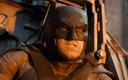 """بالفيديو- بن أفليك يفاجئ المعجبين باصطحابهم في جولات بداخل سيارة """"باتمان"""""""