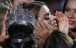 هكذا سخر رواد Twitter من مقدم حفل ملكة جمال الكون بعد أن توج الفائزة الخطأ
