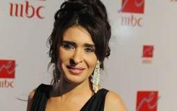 بالفيديو- دينا تستعد لمهرجان القاهرة السينمائي مع رشا مهدي وأمل بشوشة