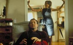 صرح المخرج سام مينديز أنه سمح لـ كيفن سبيسي بتعاطي المخدرات في فيلم American Beauty عام 1999، وتحديدا في مشهد تعاطيه المخدرات خارج اجتماع وكلاء العقارات حيث ظهر في المشهد يضحك بصوت عالي ولم يستطيع تمالك نفسه.