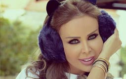 صورة- رولا سعد ترتدي ورود على رأسها في جلسة تصوير بمناسبة عيد الحب
