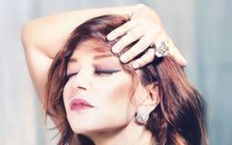 شوقت المطربة سميرة سعيد جمهورها لجسلة تصوير جديدة خضعت لها، ونشرت صورة من جلسة التصوير دون أن تكشف عن باقي الصور.