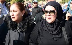 بالصور- بكاء وصراخ في جنازة شادية