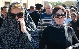 بالصور- يسرا متخفية في جنازة شادية