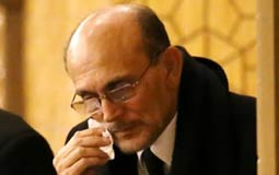 محمد صبحي يبكي في عزاء زوجته