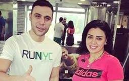 """نشرت الممثلة رانيا يوسف صورة لها من داخل صالة الألعاب الرياضية الجيمانزيوم، ظهر معها الممثل محمد إمام وعلقت """"صباح الرياضة""""."""