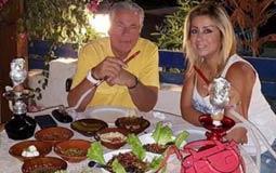 نشرت فاتن موسى صورة لها مع زوجها مصطفى فهمي أثناء تواجدهما بالساحل الشمالي، وظهرا يشربان الشيشة.