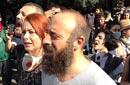 هاليت أرجنتش وسط المتظاهرين
