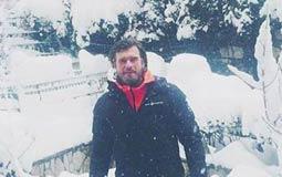 """كيفانش تاتليتوج الشهير بـ """"مهند"""" وسط الثلوج."""