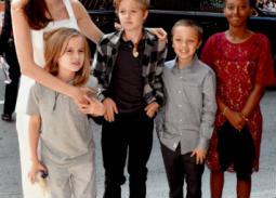 صورة- أنجلينا جولي بصحبة أطفالها الستة لحضور هذا الفيلم