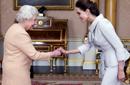 جولي والملكة إليزابيث