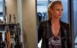 تشارليز ثيرون لا تتفق مع فين ديزل في أنها استمتعت بقُبلتهما في الجزء الثامن من Fast & Furious