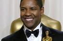 دينزل واشنطن هو أول ممثل أسمر يفوز بجائزة الأوسكار مرتين، الأولى في سنة 1989 عن فيلم Glory أما الثانية فهي عن دوره كشرطي فاسد في فيلم Training Day من إنتاج 2001.