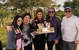 بالصور والفيديو- هكذا احتفل فاروق الفيشاوي بعيد ميلاده الـ66