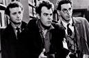 """هارولد راميس على اليمين وبيل موري على اليسار في لقطة من كواليس """"صائدو الأشباح"""""""