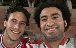نشر الممثل علي ربيع صورته مع اللاعب رمضان صبحي المحترف في صفوف ستوك سيتي الإنجليزي، وكتب اللاعيب أوي.