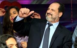 خالد الصاوي يرقص احتفالا بعيد الحب