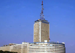رئيس الإذاعة المصرية ينفي منعه مداخلة هاتفية لعلاء الأسواني