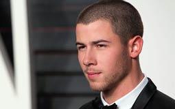 عضو Jonas Brothers نيك جوناس يدافع عن قرار حفاظه على عذريته