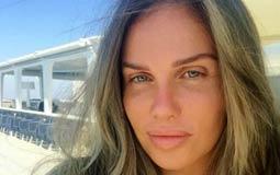 نيكول سابا  نشرت الفنانة اللبنانية نيكول سابا صورة لها ظهرت فيها بدون مكياج وهي تستمتع بإجازتها وبالهدوء والاسترخاء، وتتواجد نيكول برفقه زوجها يوسف الخال في اليونان لقضاء الإجازة هناك.