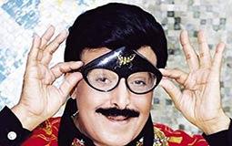 سمير غانم يهتم بالنظارات الكبيرة التي لا تخيب آماله في إضحاك الجمهور
