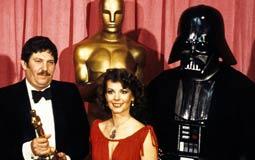وفاة جون مولو مصمم أزياء سلسلة Star Wars عن عمر 89 عاما