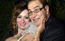 سعيد طرابيك يرد على منتقدي زواجه من ممثلة تصغره بـ40 عاما