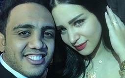 """محمد أسامة """"أوس أوس"""" وزوجته."""