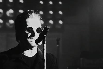 بعد غياب ثلاث سنوات..U2 يعودون بهذه الأغنية