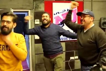 هشام عباس يرقص في الأستوديو: غنوا لصلاح