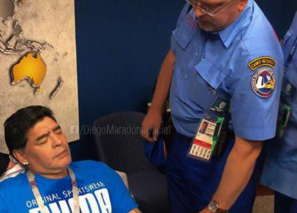 شاهد - انفعالات مارادونا كادت تتسبب في مرضه