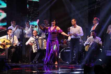 شاهد فيفي عبده تعود للرقص بهذه الإطلالة