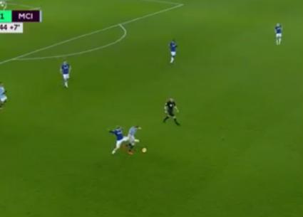 هدفا فوز مانشستر سيتي على إيفرتون 2-0