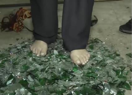 ريهام سعيد تمشي على الزجاج المكسور وتجر سيارة نقل..هل اكتسبت قوة خارقة؟