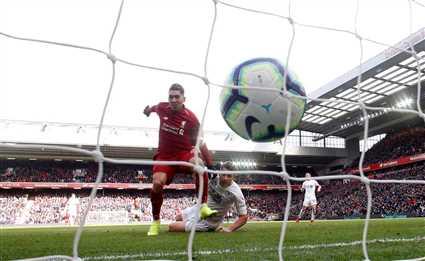 شاهد هدف ليفربول الثالث امام بيرنلي.. صلاح يضيع وفيرمينيو يستغل