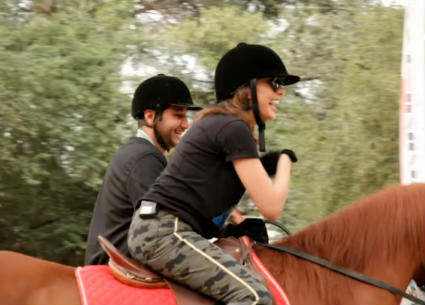 """شاهد..أنغام تستمتع بركوب الحصان مع نغمات """"بتوصفني بتكسفني"""""""
