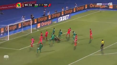 مدافع تونس يتقدم لصالح السنغال بهدف عكسي