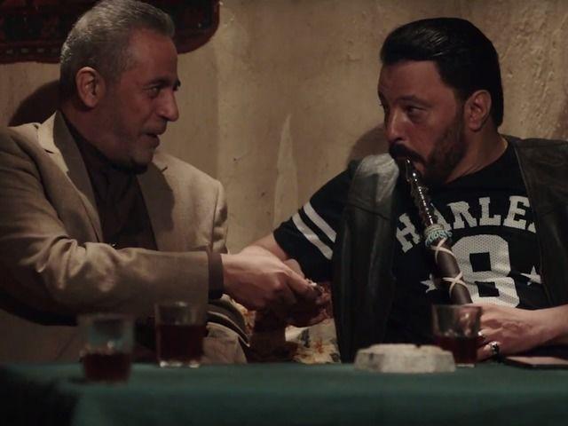 عمرو عبد الجليل يساند منتخب الجزائر بمشهد كوميدي