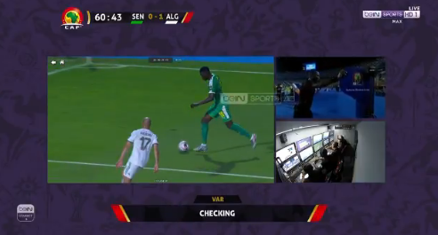 الـVAR يلغي ضربة جزاء لصالح منتخب السنغال