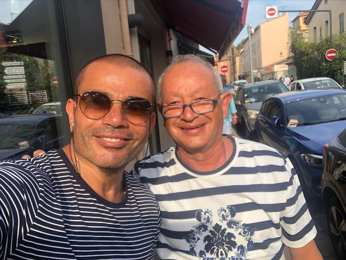 عمرو أديب يكشف مكان التقاط صورة نجيب ساويرس وعمرو دياب