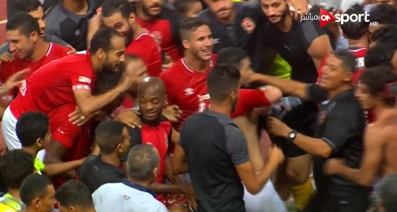 احتفالات لاعبي الأهلي بالتتويج ببطولة الدوري المصري