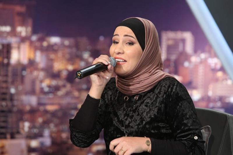 """على أنغام الجيتار.. نداء شرارة تغني """"تملي معاك"""" لـ عمرو دياب"""