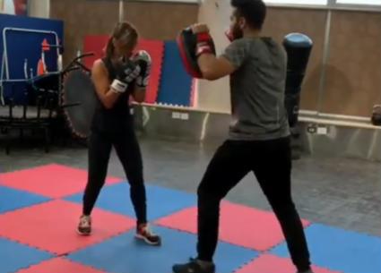 منة فضالي مقاتلة في تدريب الملاكمة