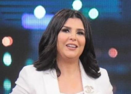منى الشاذلي تصافح أبطال مصر والعالم في كرة اليد للناشئين